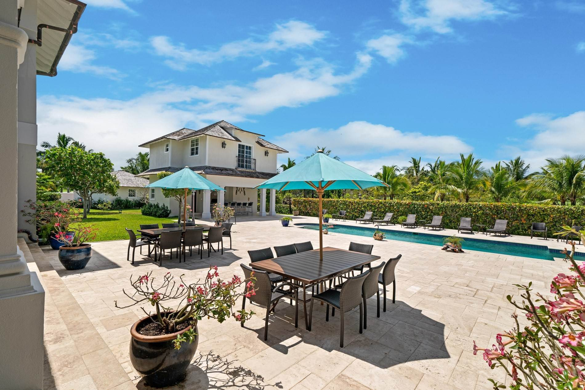 25. Single Family Home for Sale at Grand Ocean Club Home with Two Cottages Nassau New Providence And Vicinity