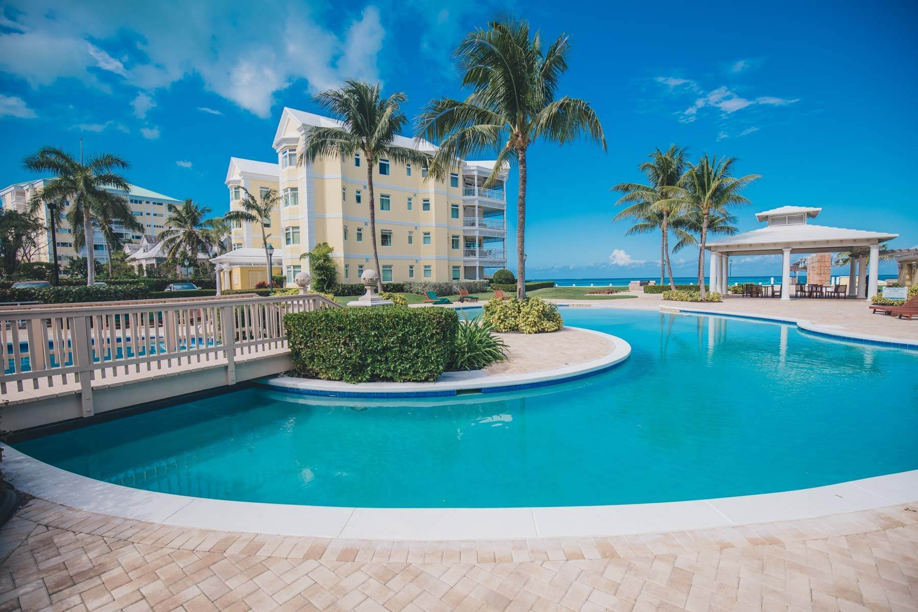 28. Condominium for Sale at Beautifully Appointed Beachfront Condo at Bayroc - MLS 42530 Nassau New Providence And Vicinity