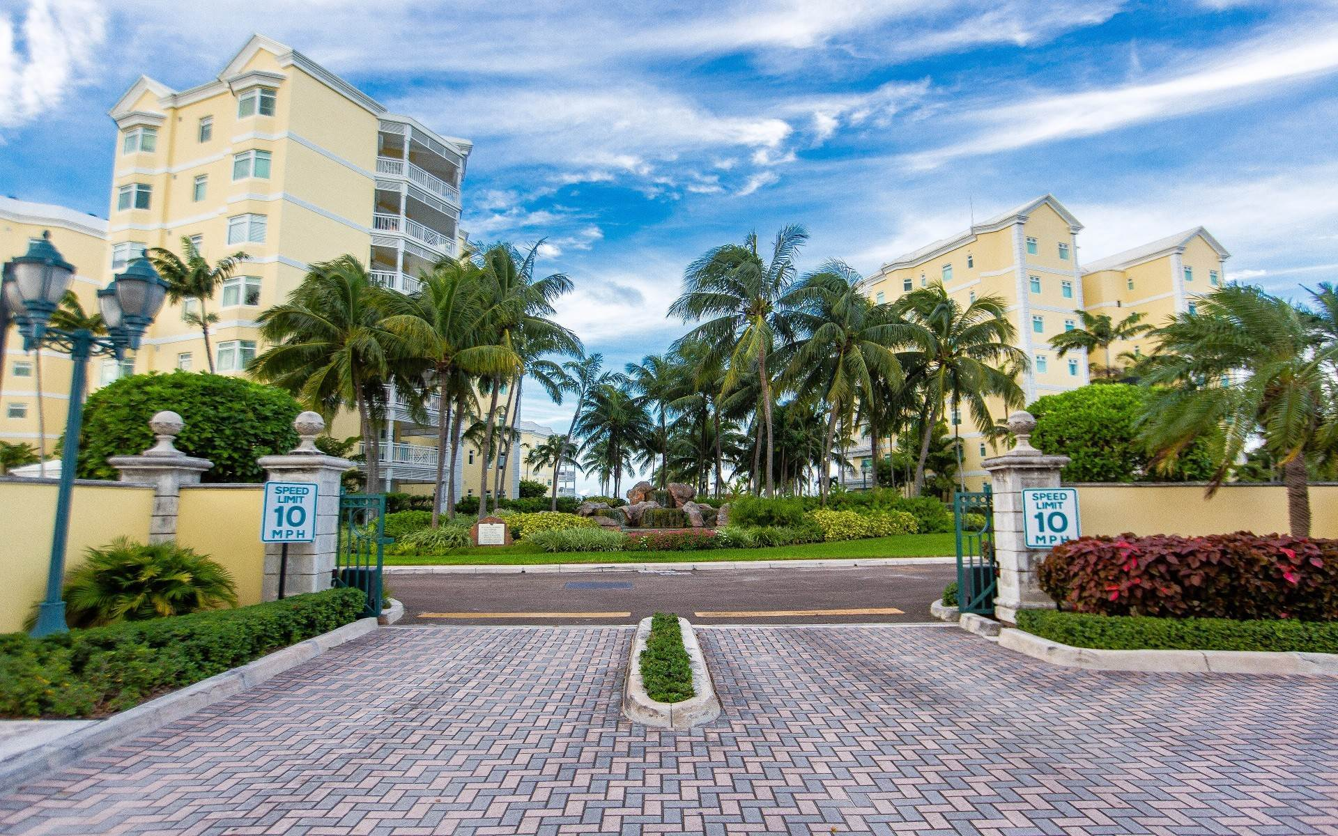 33. Condominium for Sale at Beautifully Appointed Beachfront Condo at Bayroc - MLS 42530 Nassau New Providence And Vicinity