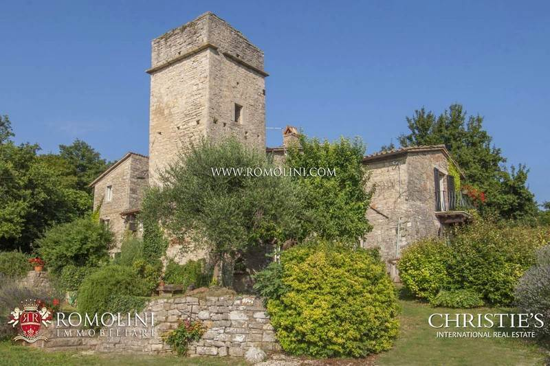 Umbria 6 bedroom farmhouse with tower for sale between for Farmhouse tower