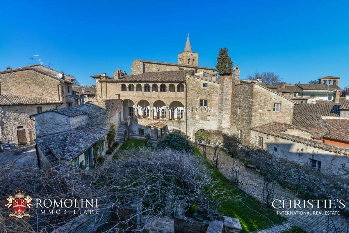 Villa/Townhouse for Sale at Umbria - HISTORIC MANSION FOR SALE IN BEVAGNA Foligno, Italy