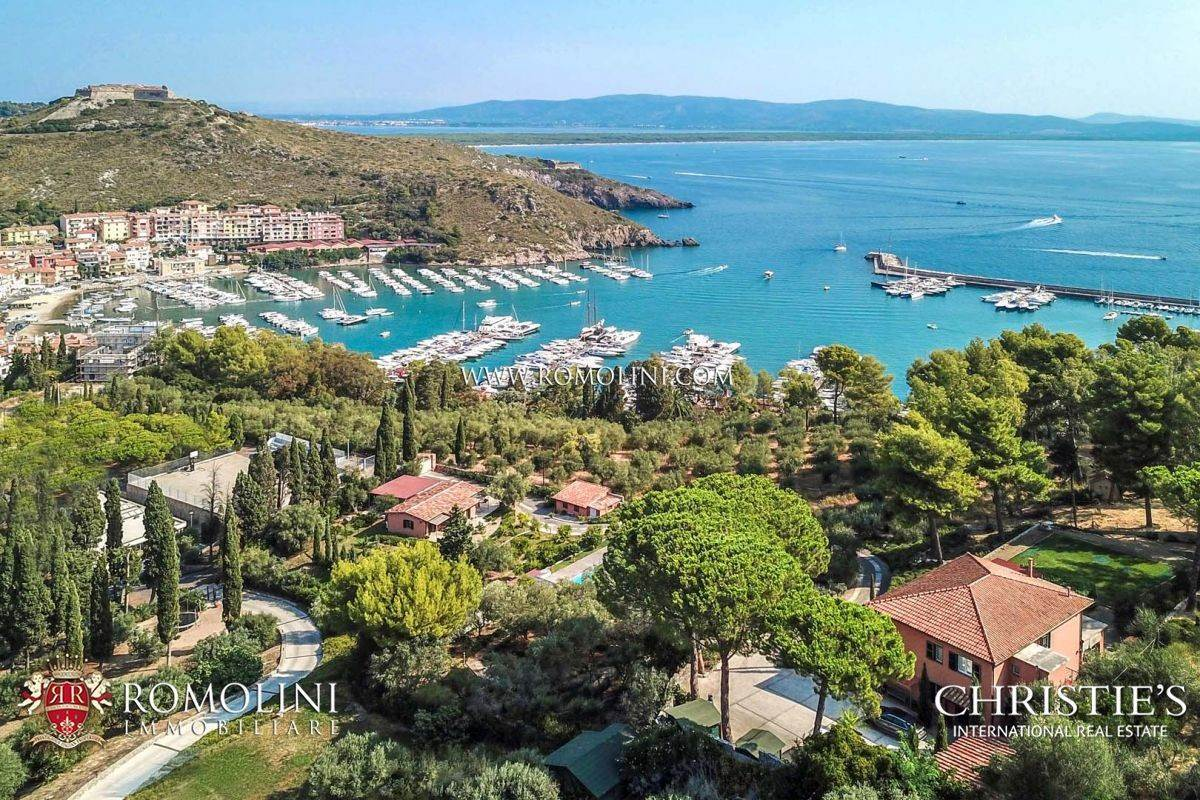 Villas / Stadswoningen voor Verkoop op Argentario - SEA VIEW VILLA FOR SALE IN PORTO ERCOLE WITH UNIQUE HARBOR VIEW Port Hercules, Italië