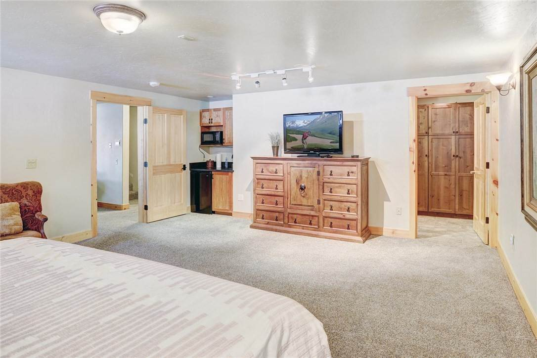 32. Single Family Home for Sale at 71 Sawmill Run Road Breckenridge, Colorado,80424 United States