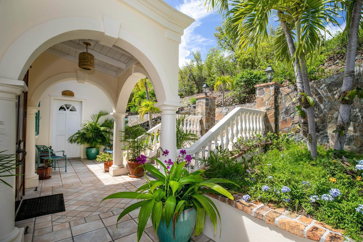 4. Single Family Home per Vendita alle ore 9-4 Con. Contant Cruz Bay St John, Virgin Islands,00830 Isole Vergini Americane