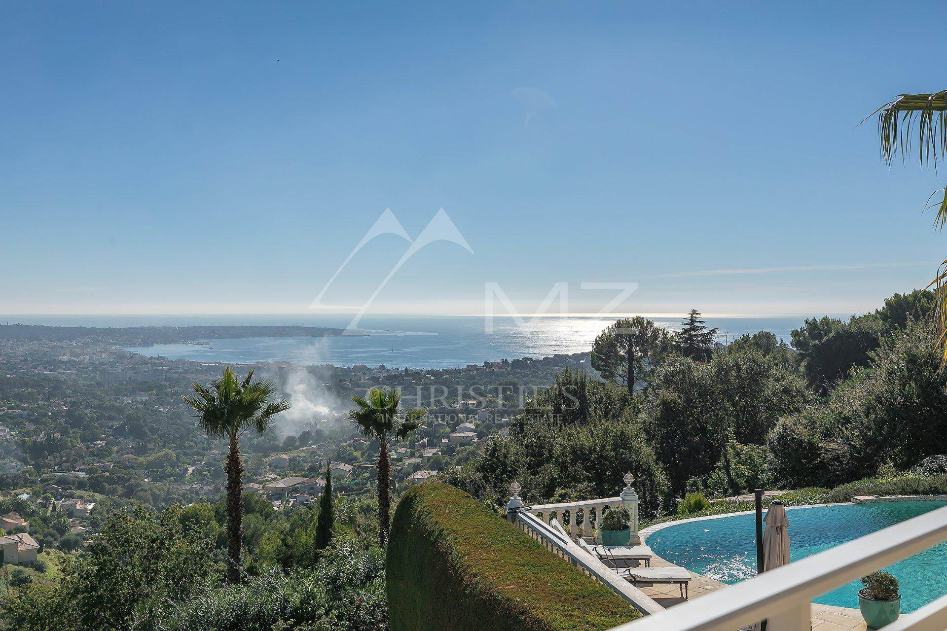 2. Villas / Moradias em banda para Venda às Close to Cannes - Architect villa with panoramic sea view Cannes, Alpes Marítimos,06400 França