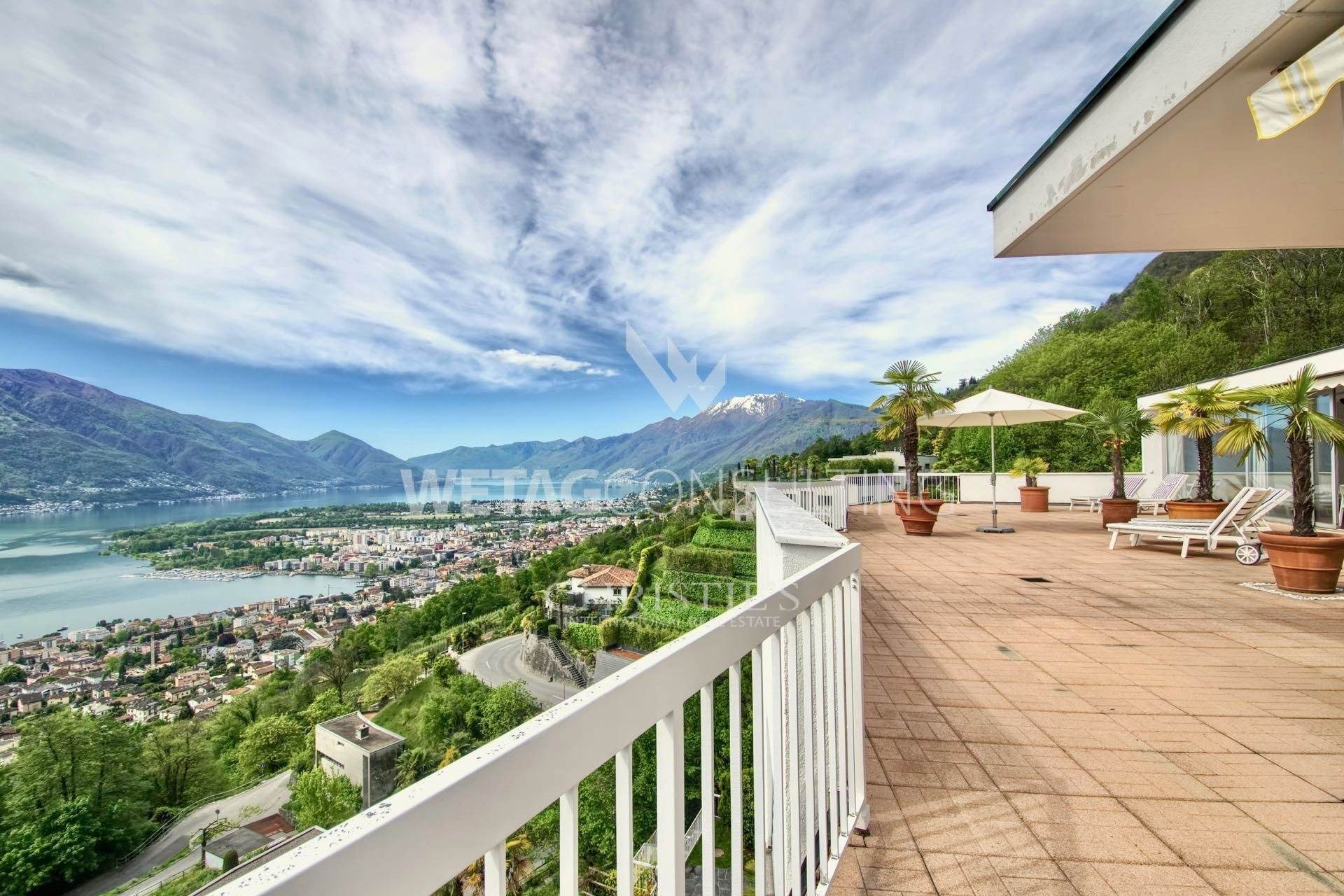 公寓 为 销售 在 Penthouse in Minusio for sale with dreamlike Lake Maggiore views 米努肖, 提契诺,6648 瑞士