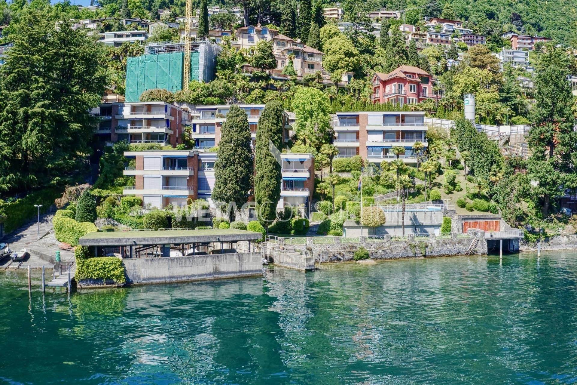集合住宅 のために 売買 アット Prestigious 4.5-room apartment for sale in Castagnola directly on Lake Lugano Castagnola, ティチーノ,6976 スイス