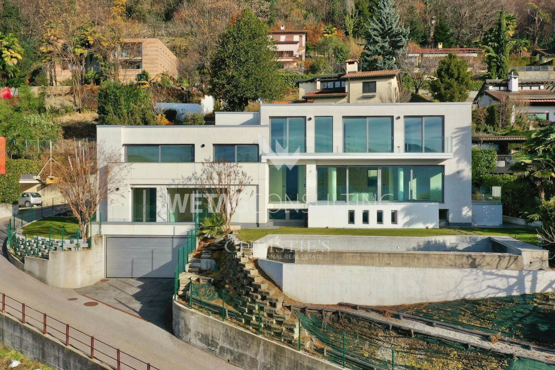 Villa/Townhouse for Sale at Spascious villa with swimming-pool & wonderful Lake Lugano view for sale Muzzano, Ticino,6933 Switzerland