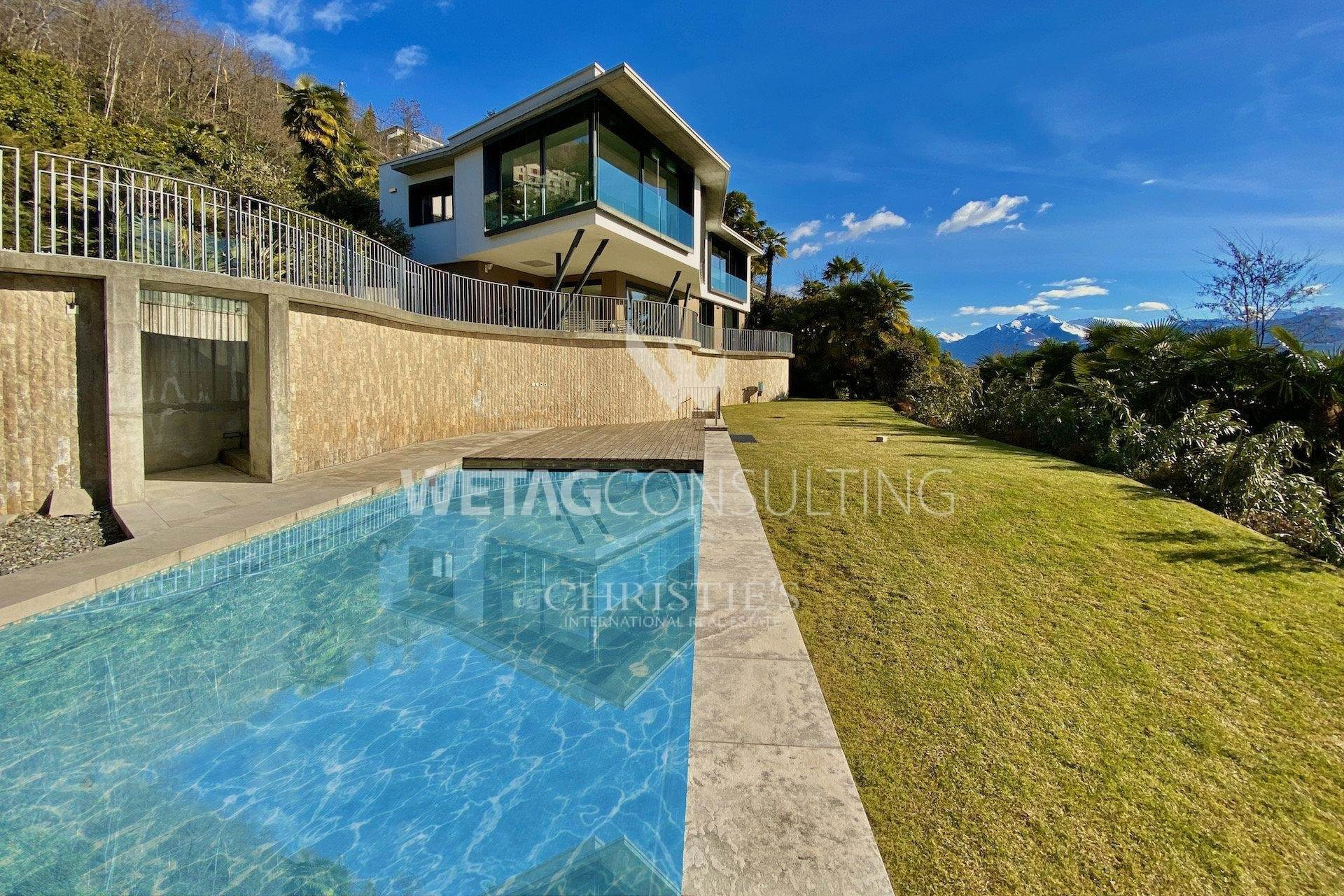别墅 为 销售 在 Villa for sale in Minusio with scenic Lago Maggiore views 米努肖, 提契诺,6648 瑞士