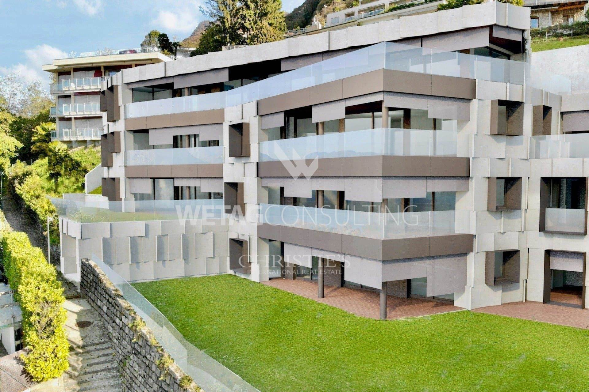 Апартаменты / Квартиры для того Продажа на Wonderful 4-bedrooms apartment for sale with garden and Lake Lugano view Aldesago, Тичино,6974 Швейцария