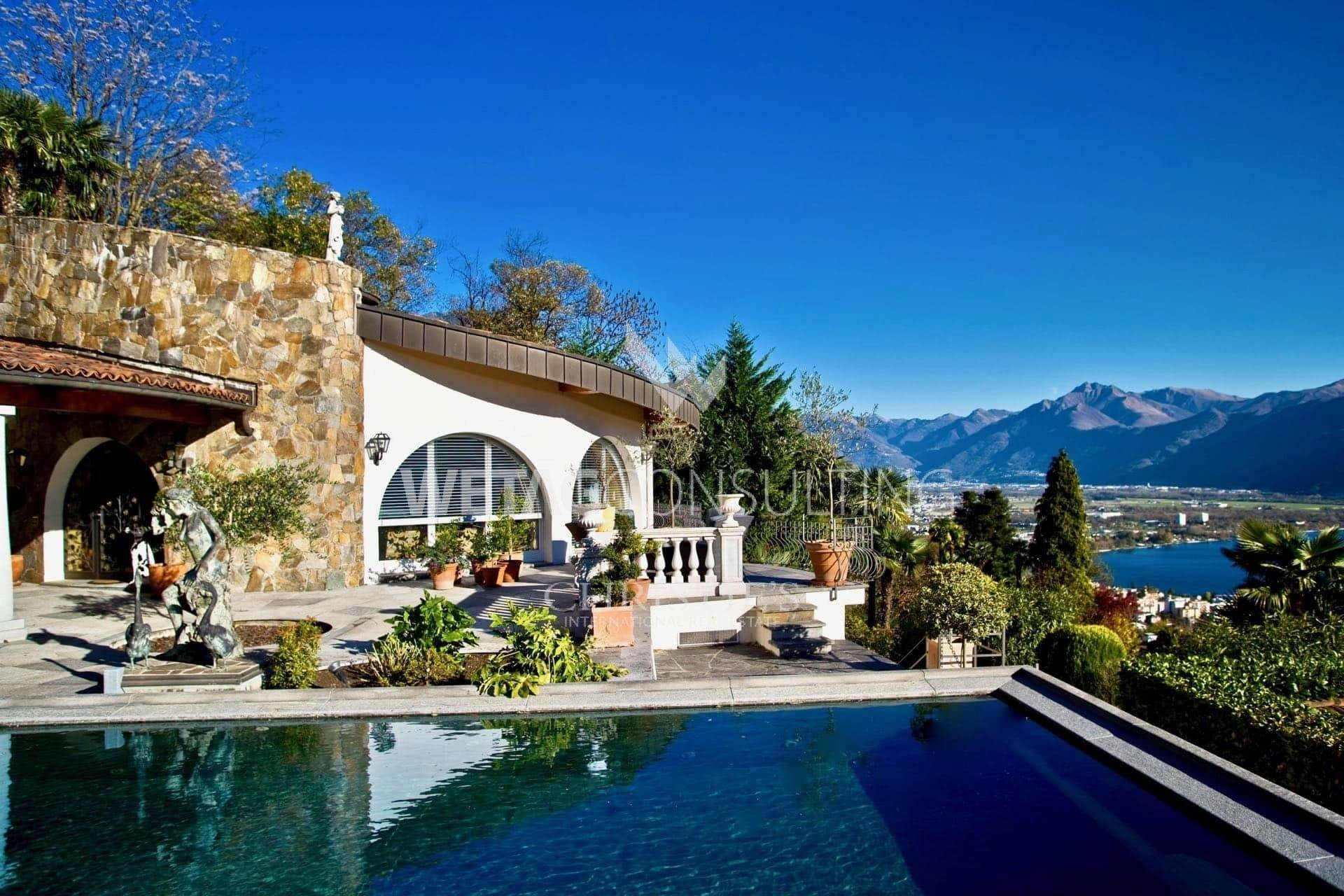 别墅 为 销售 在 Mediterranean style villa for sale in Minusio with Lake Maggiore views 米努肖, 提契诺,6648 瑞士
