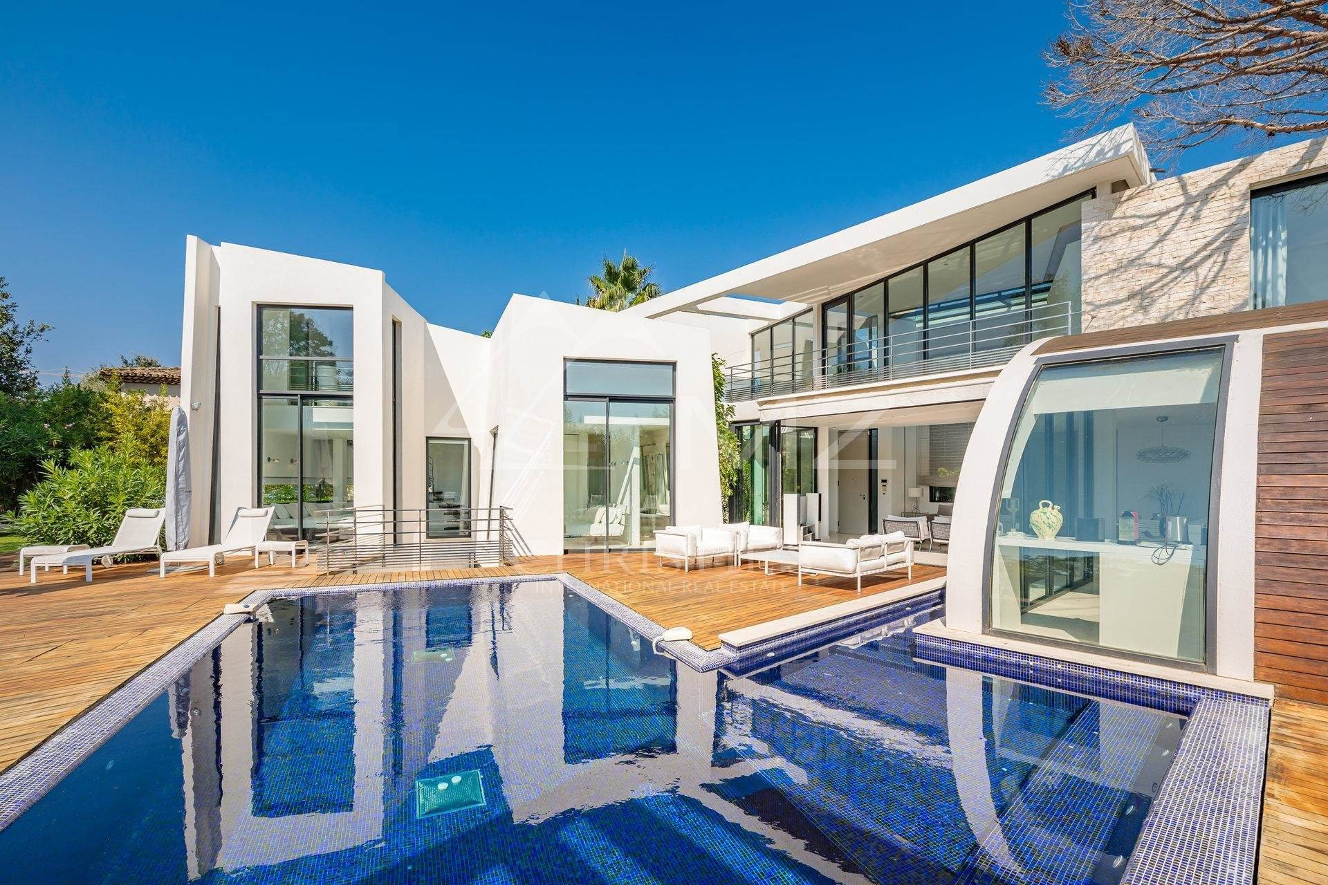 Villa/Townhouse for Sale at Pampelonne - Contemporary villa close to the Club 55 Ramatuelle, Var,83350 France