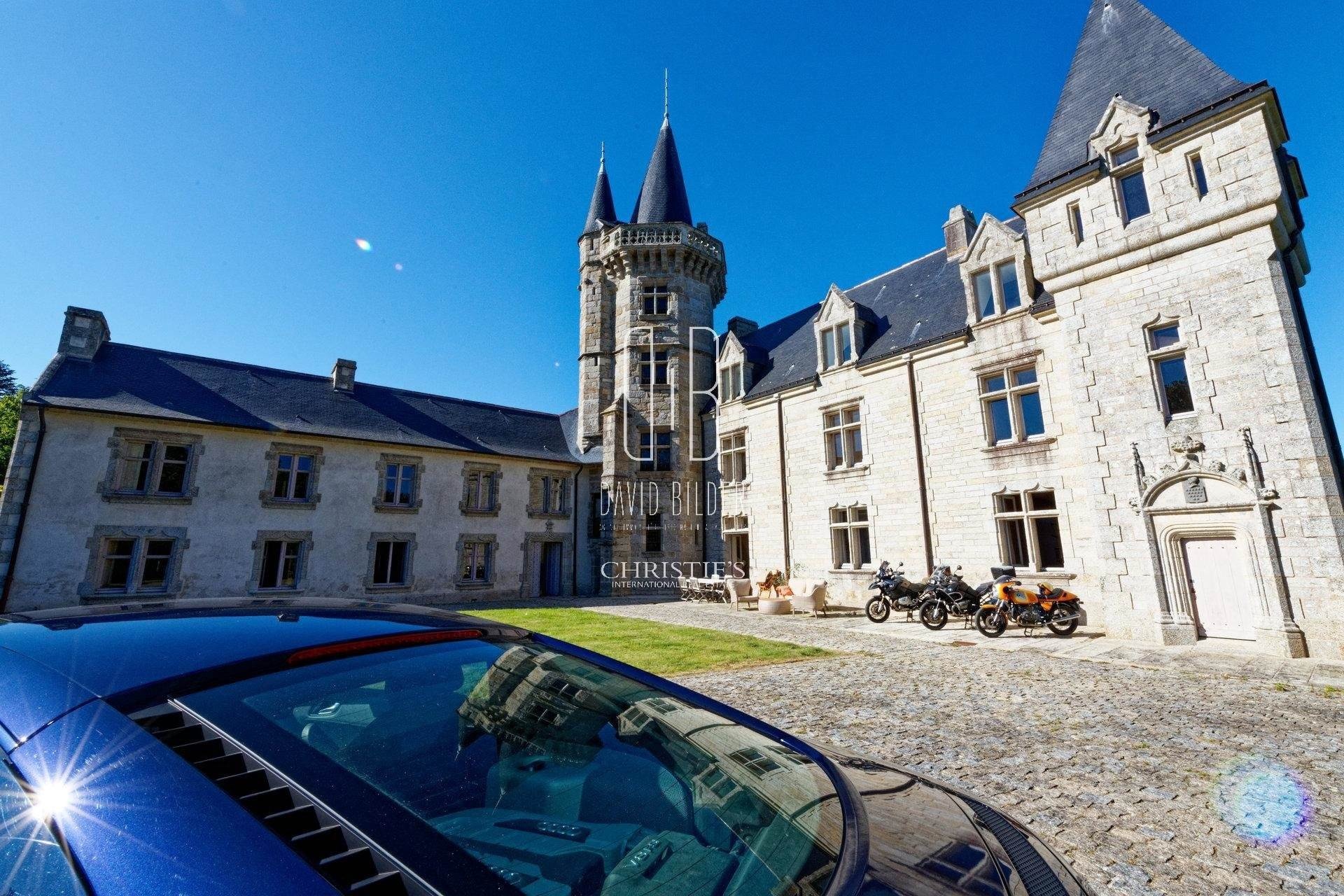 4. Villa/Townhouse for Sale at Finistere, France