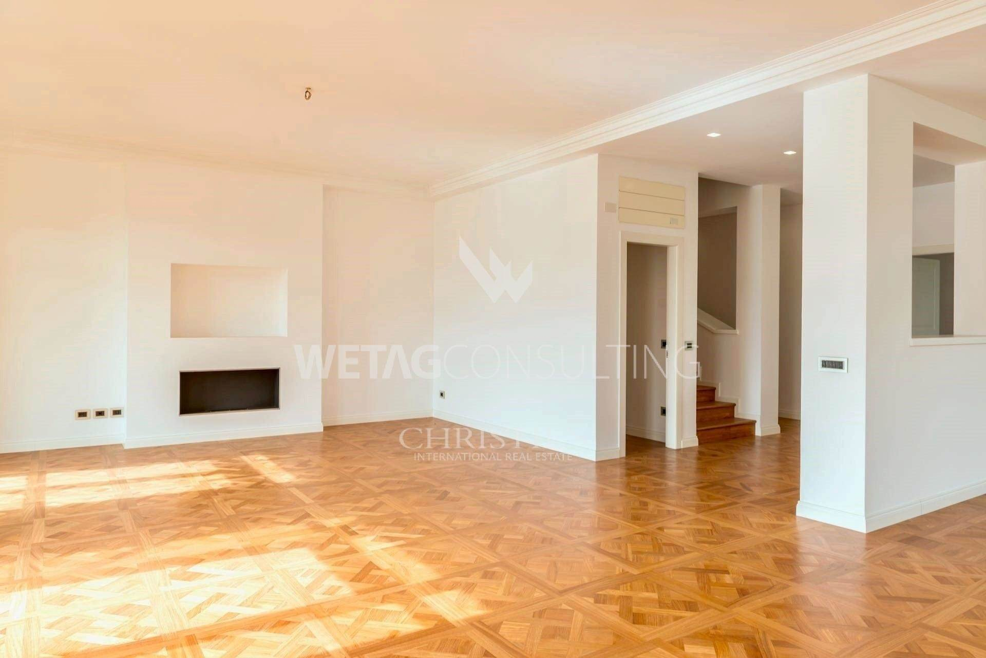 3. Apartamento por un Venta en Noble apartment house Bristol: duplex-penthouse for sale in the heart of Lugano Lugano, Tesino,6900 Suiza