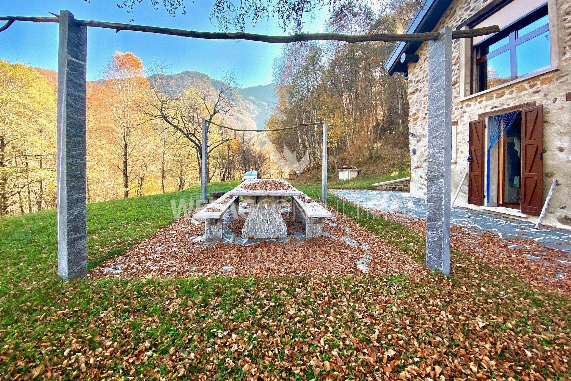 3. Villa / Maison de ville pour l à vendre à Completely renovated rustico in the middle of the green in Lugano-Cimadera for sale Cimadera, Tessin,6959 Suisse