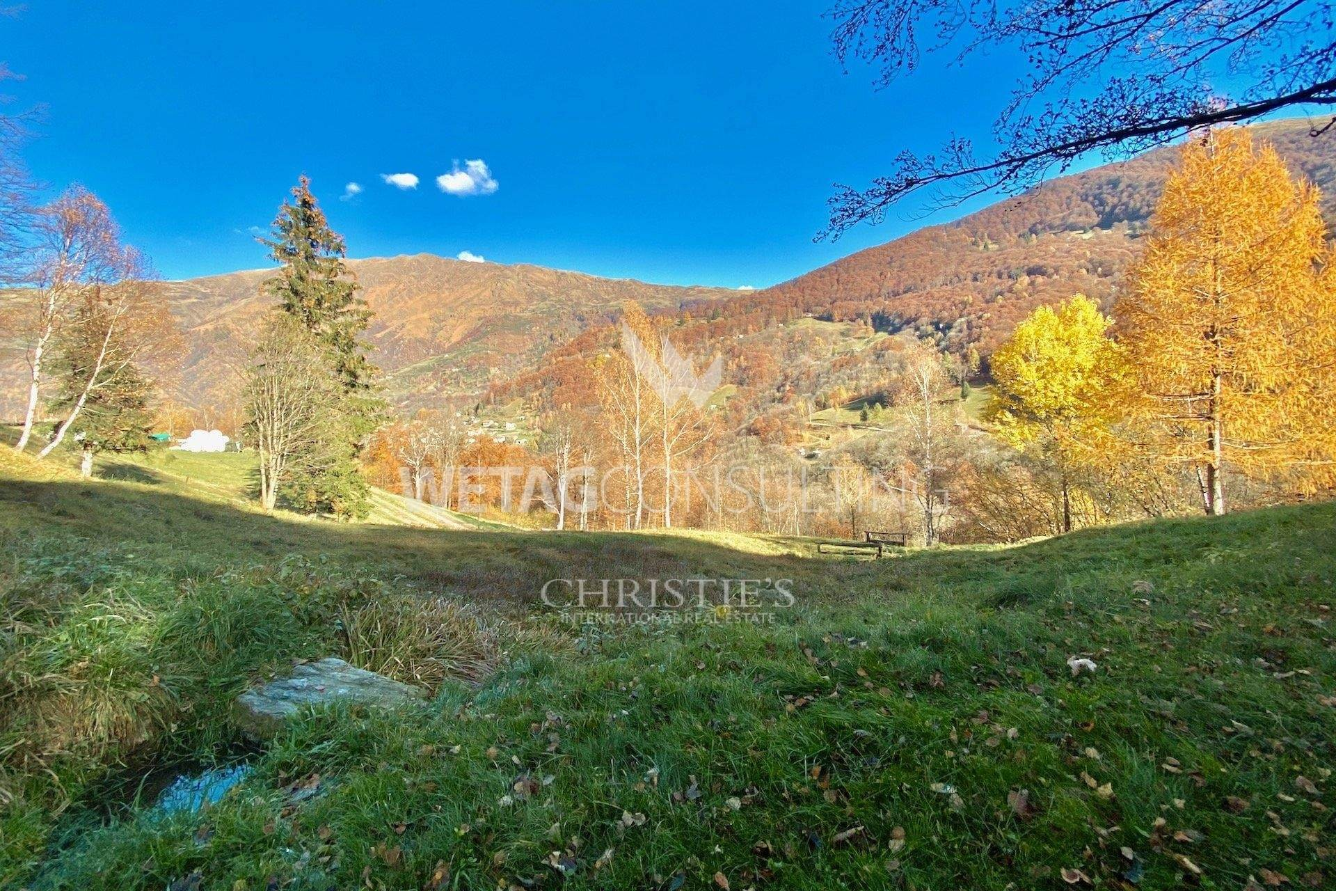2. Villa / Maison de ville pour l à vendre à Completely renovated rustico in the middle of the green in Lugano-Cimadera for sale Cimadera, Tessin,6959 Suisse