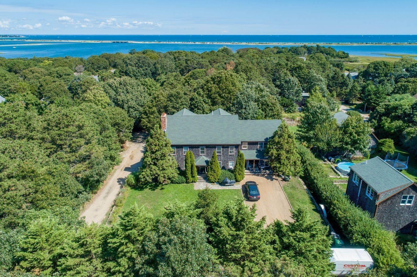 15. Single Family Home for Sale at 81 12th Street North, Edgartown, Massachusetts,02539 United States
