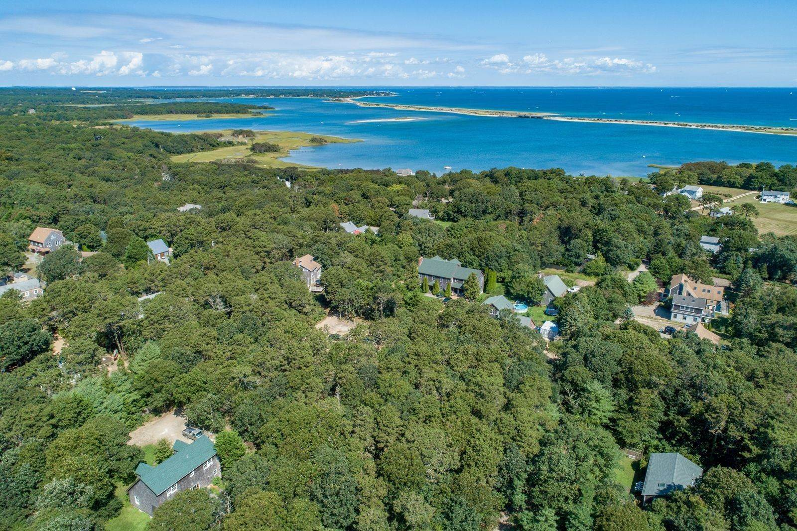 16. Single Family Home for Sale at 81 12th Street North, Edgartown, Massachusetts,02539 United States