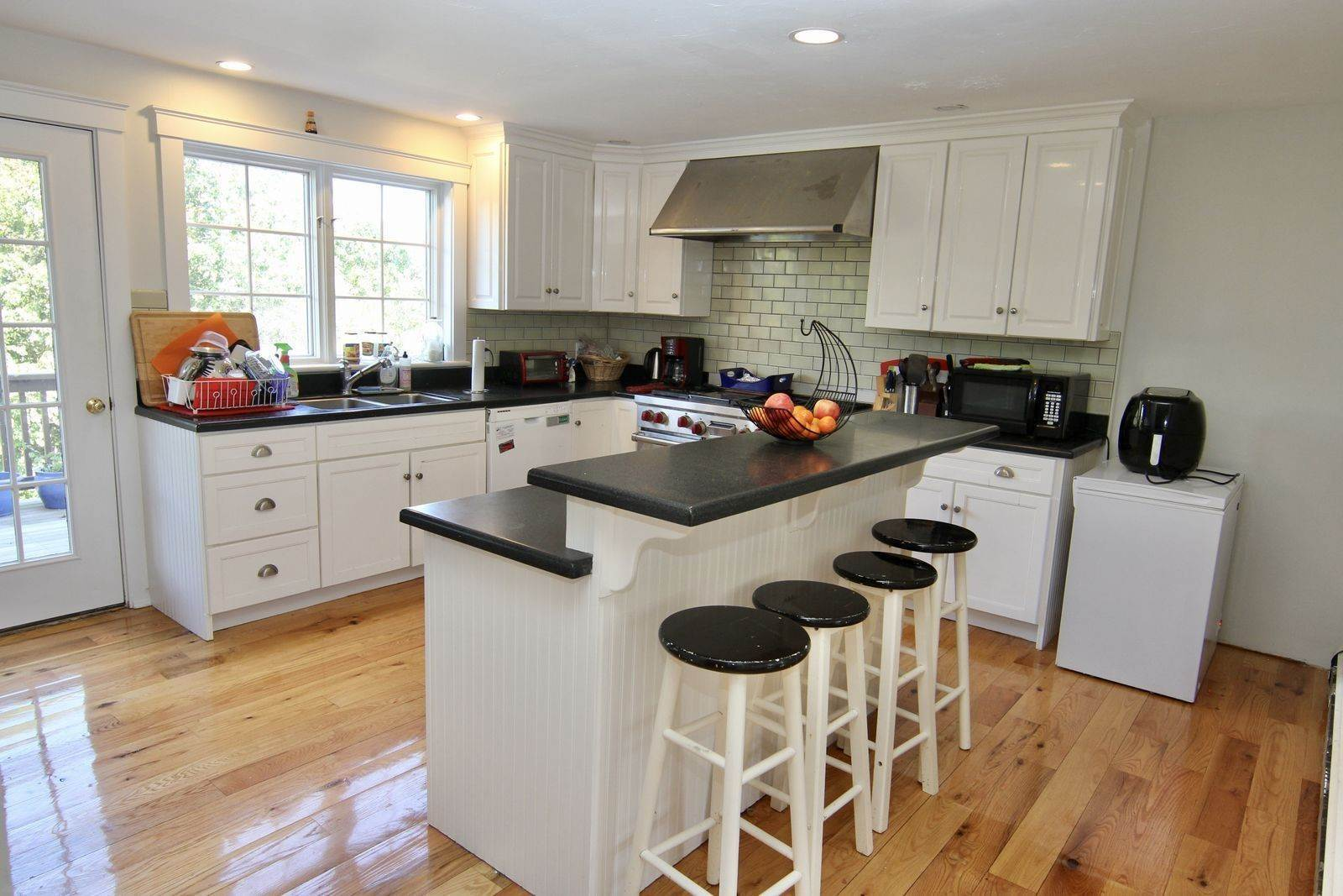 6. Single Family Home for Sale at 81 12th Street North, Edgartown, Massachusetts,02539 United States