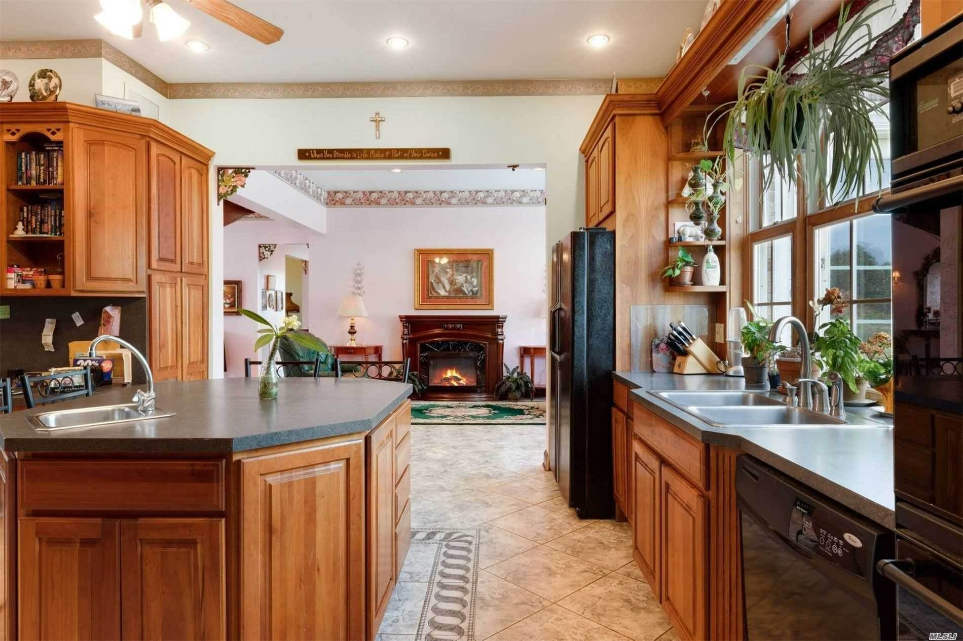 13. Single Family Home for Sale at Manorville,NY,United States Manorville, New York,11949 United States