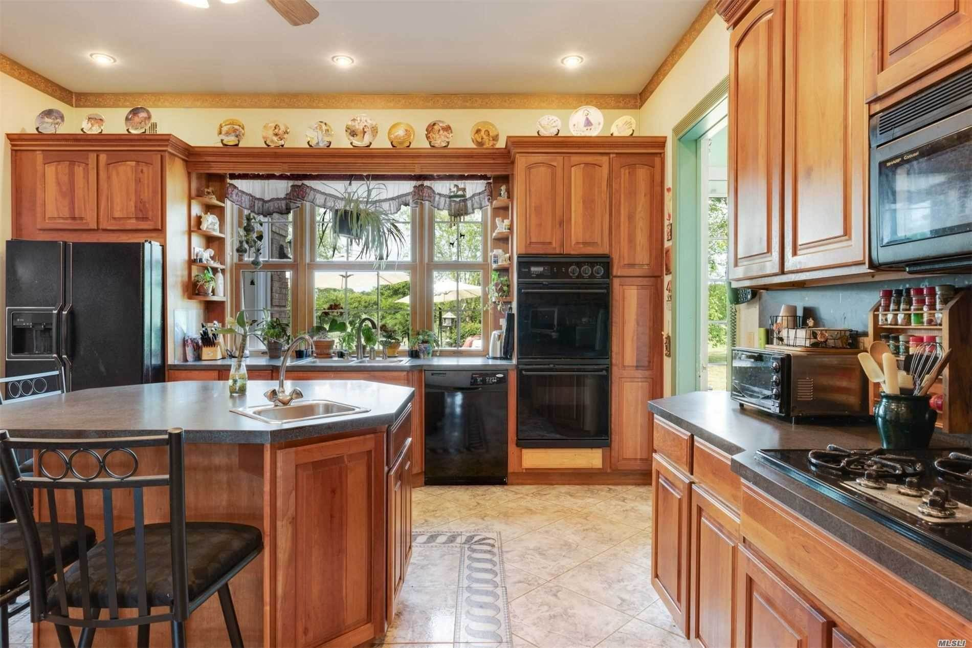 12. Single Family Home for Sale at Manorville,NY,United States Manorville, New York,11949 United States