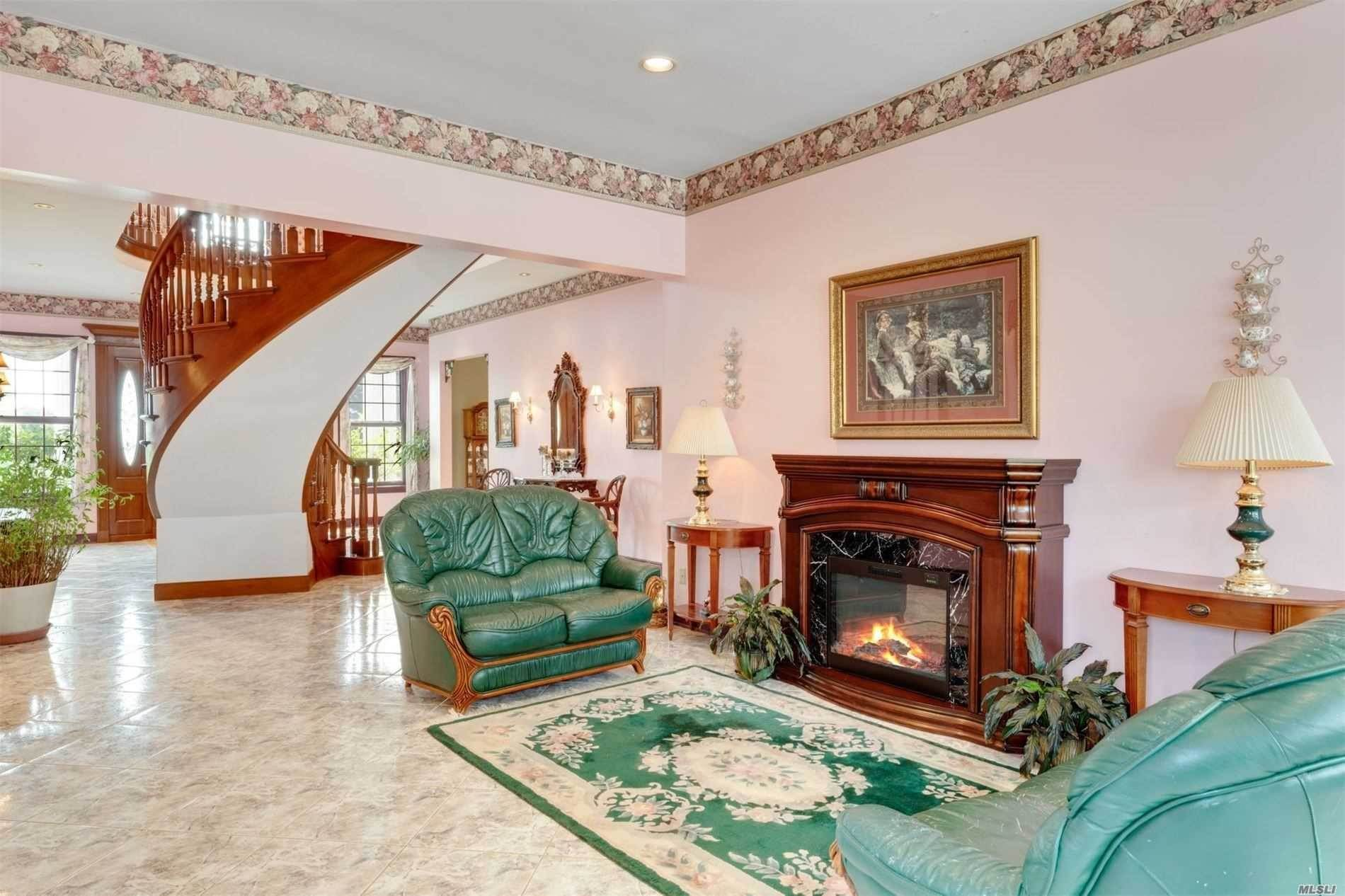9. Single Family Home for Sale at Manorville,NY,United States Manorville, New York,11949 United States