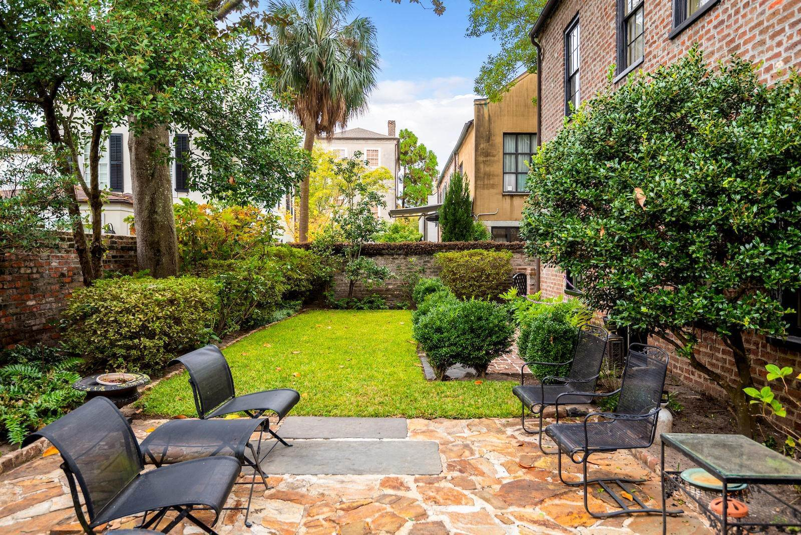 3. Single Family Home por un Venta en 10 Bedons Alley Charleston, Carolina del Sur,29401 Estados Unidos