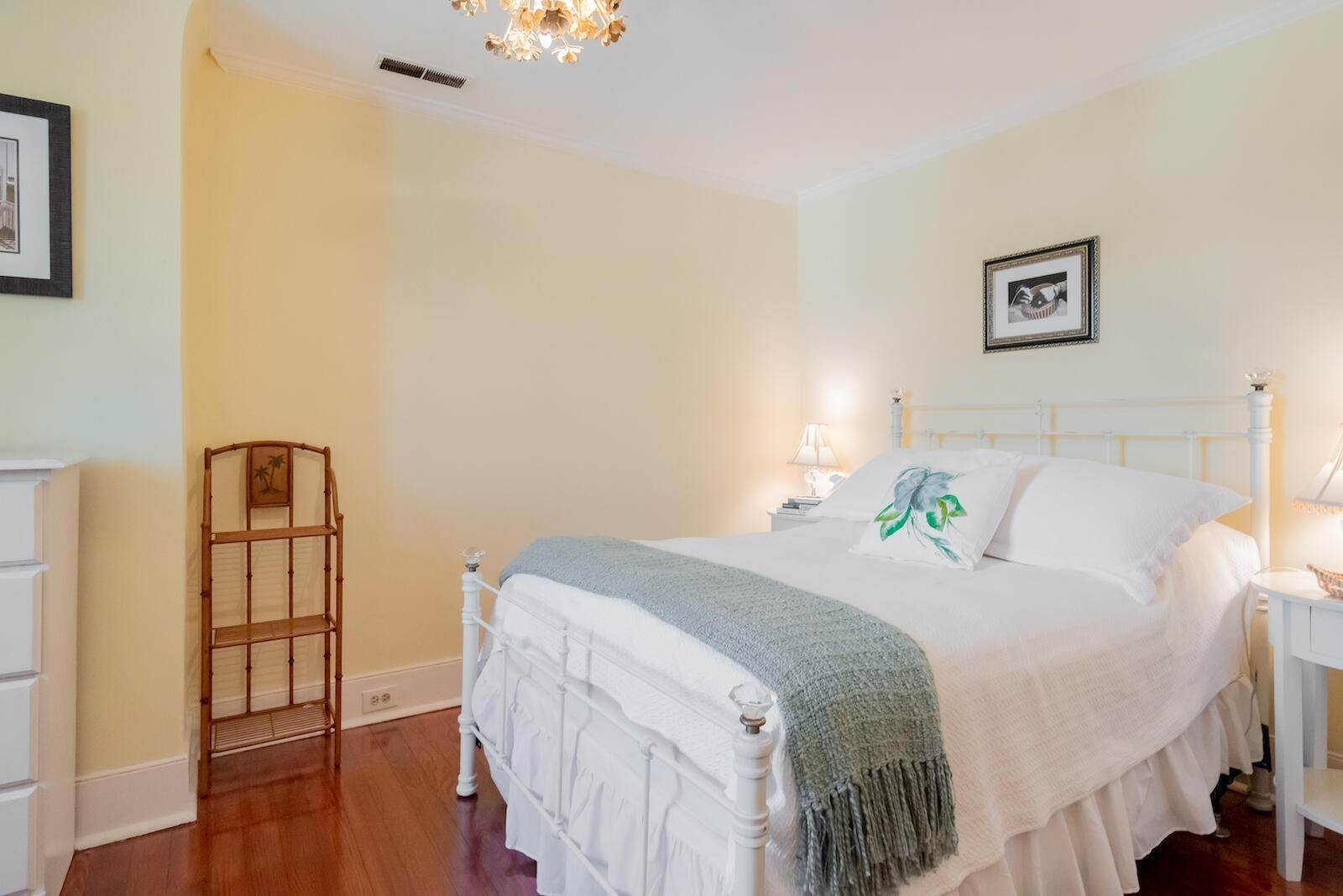 22. Villa/Townhouse for Sale at 16 Tradd Street Charleston, South Carolina,29401 United States