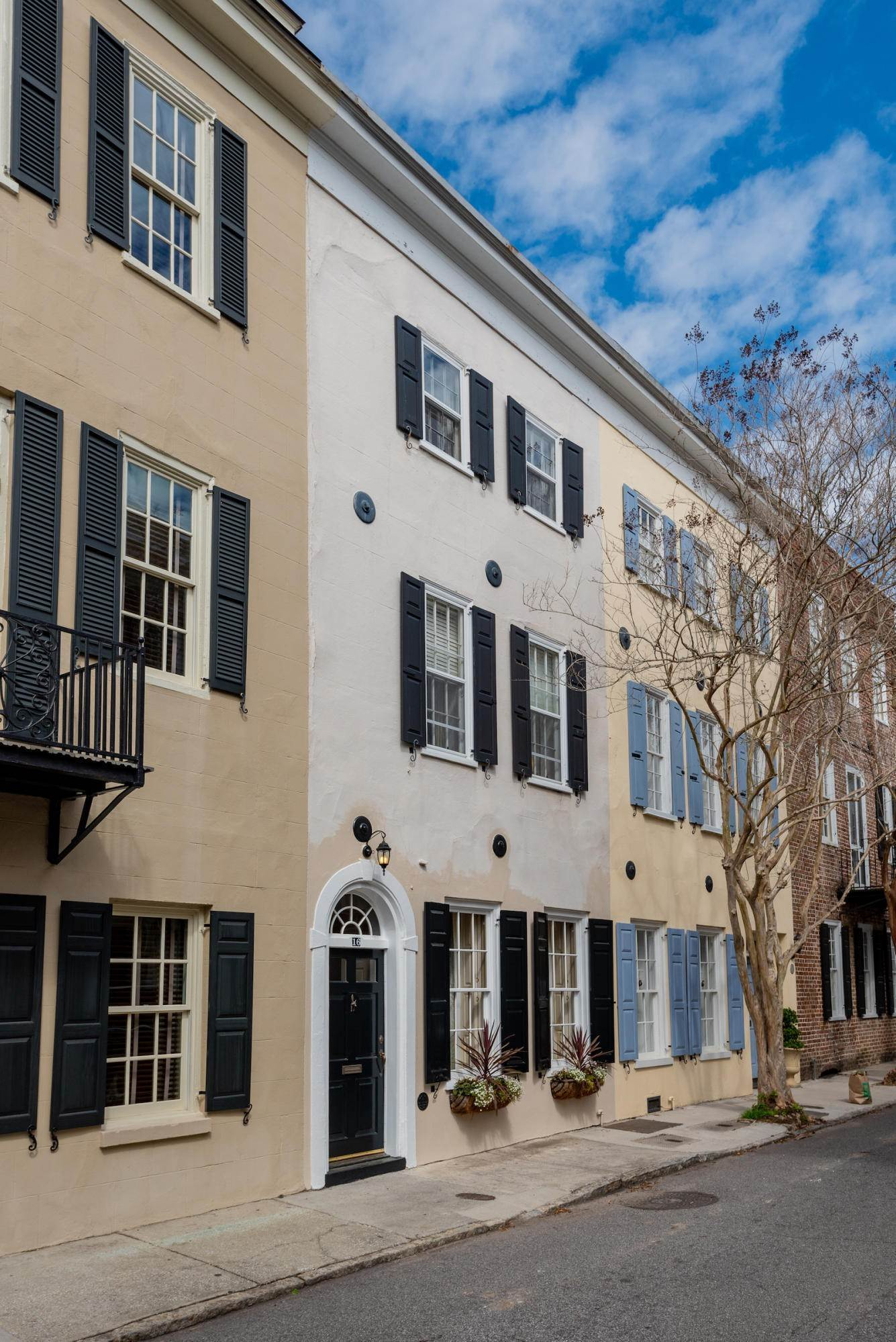 3. Villa/Townhouse for Sale at 16 Tradd Street Charleston, South Carolina,29401 United States