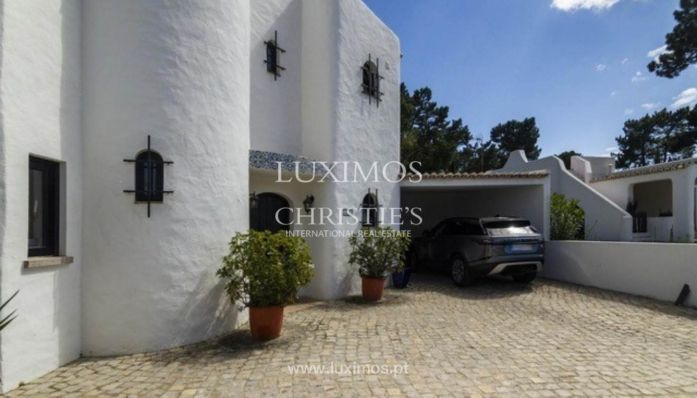 27. Виллы / Таунхаусы для того Продажа на Sale of villa with pool golf front in Vilamoura, Algarve, Portugal Loule, Algarve,8125-404 Португалия