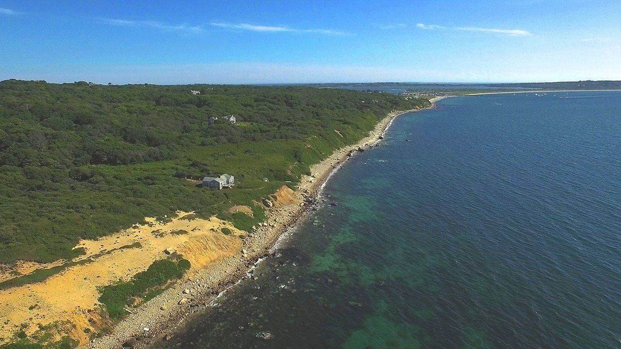 Single Family Home vì Bán tại 4 Gosnold Way Chilmark, Massachusetts,02535 Hoa Kỳ