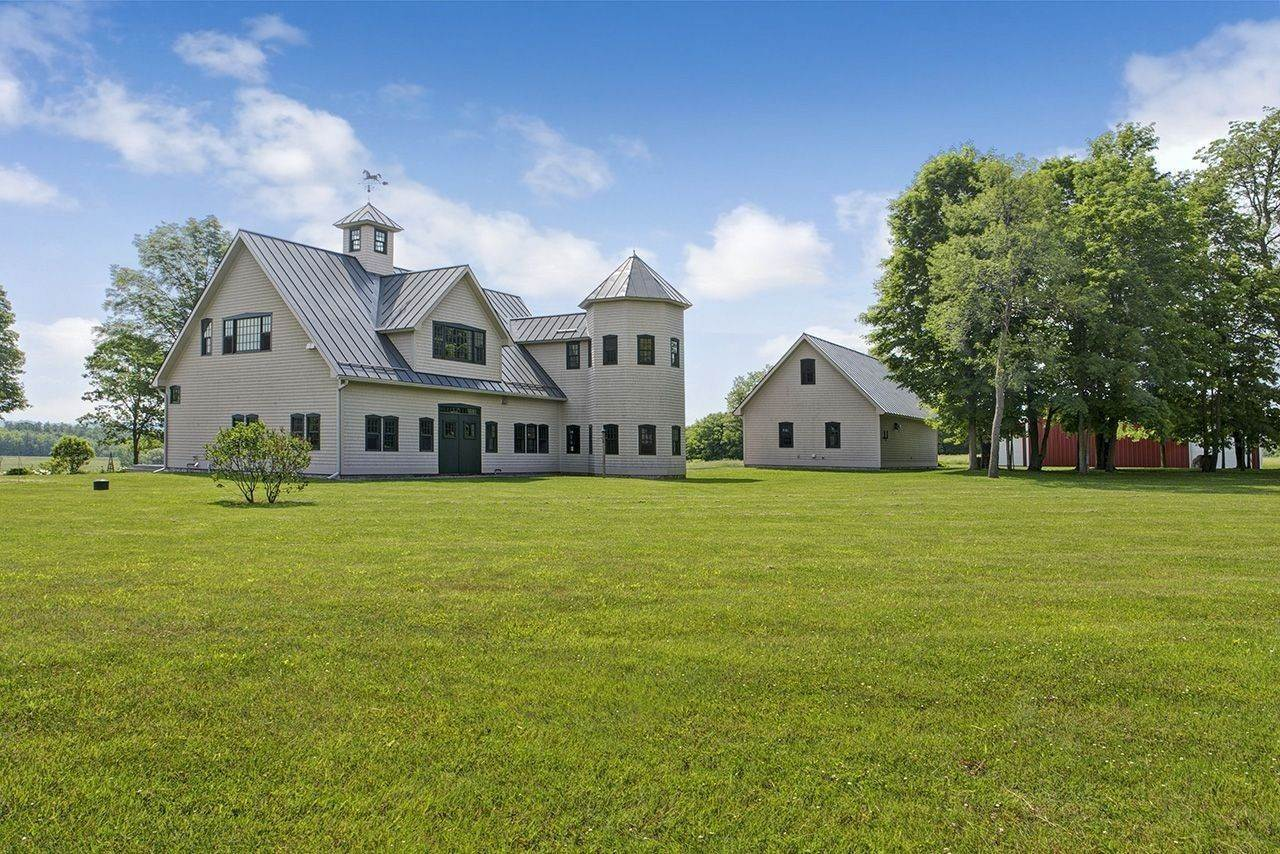 3. Single Family Home por un Venta en Twin View Farm 1075 Grandey Rd Addison, Vermont,05491 Estados Unidos