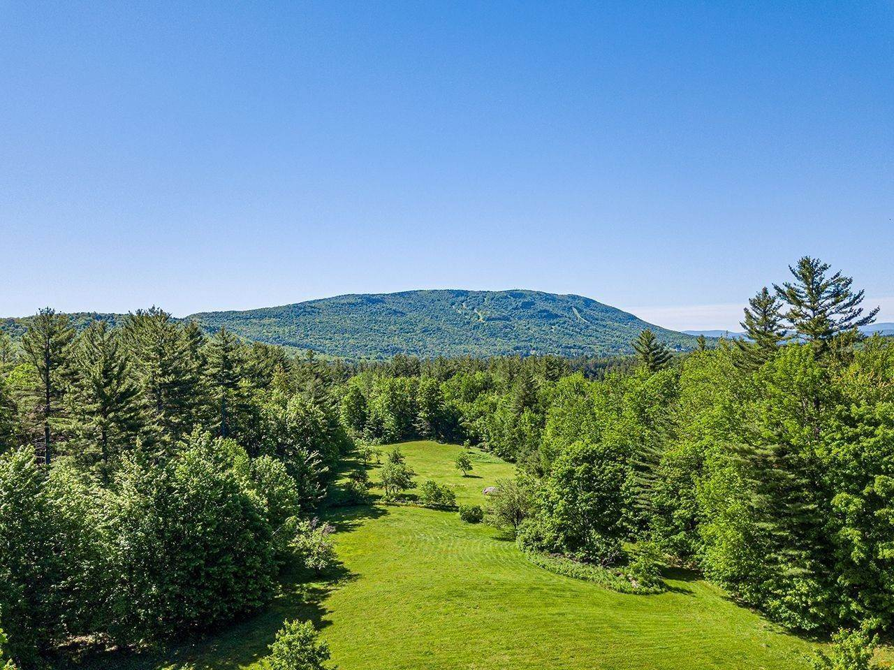 5. Single Family Home voor Verkoop op Cobble Hill Farm 389 Cobble Hill Rd Londonderry, Vermont,05148 Verenigde Staten