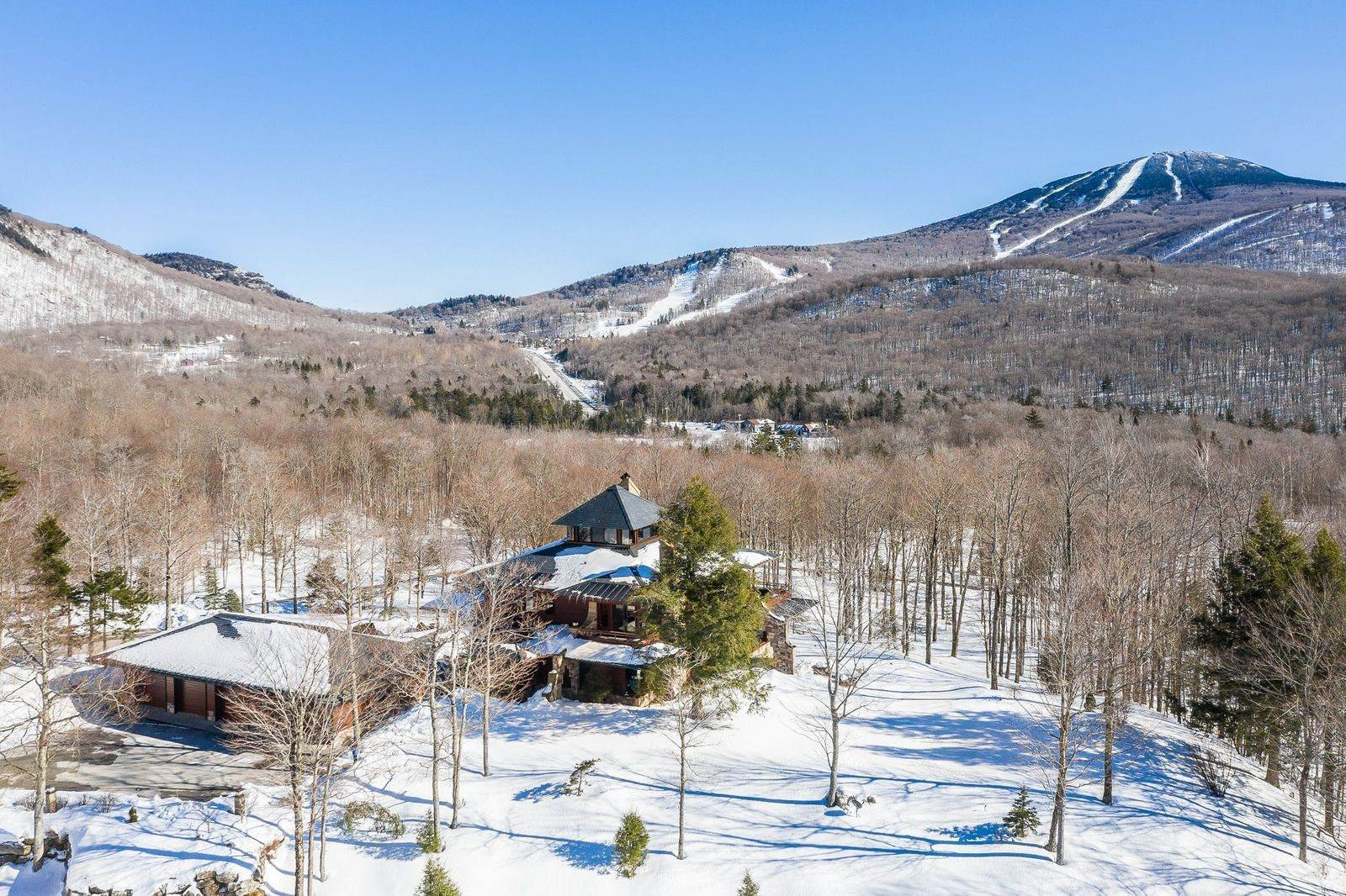 3. Single Family Home のために 売買 アット Mendonhall Estate, A Serene Mountain Retreat in the Heart of Vermont Ski Country Mendon, バーモント,05751 アメリカ