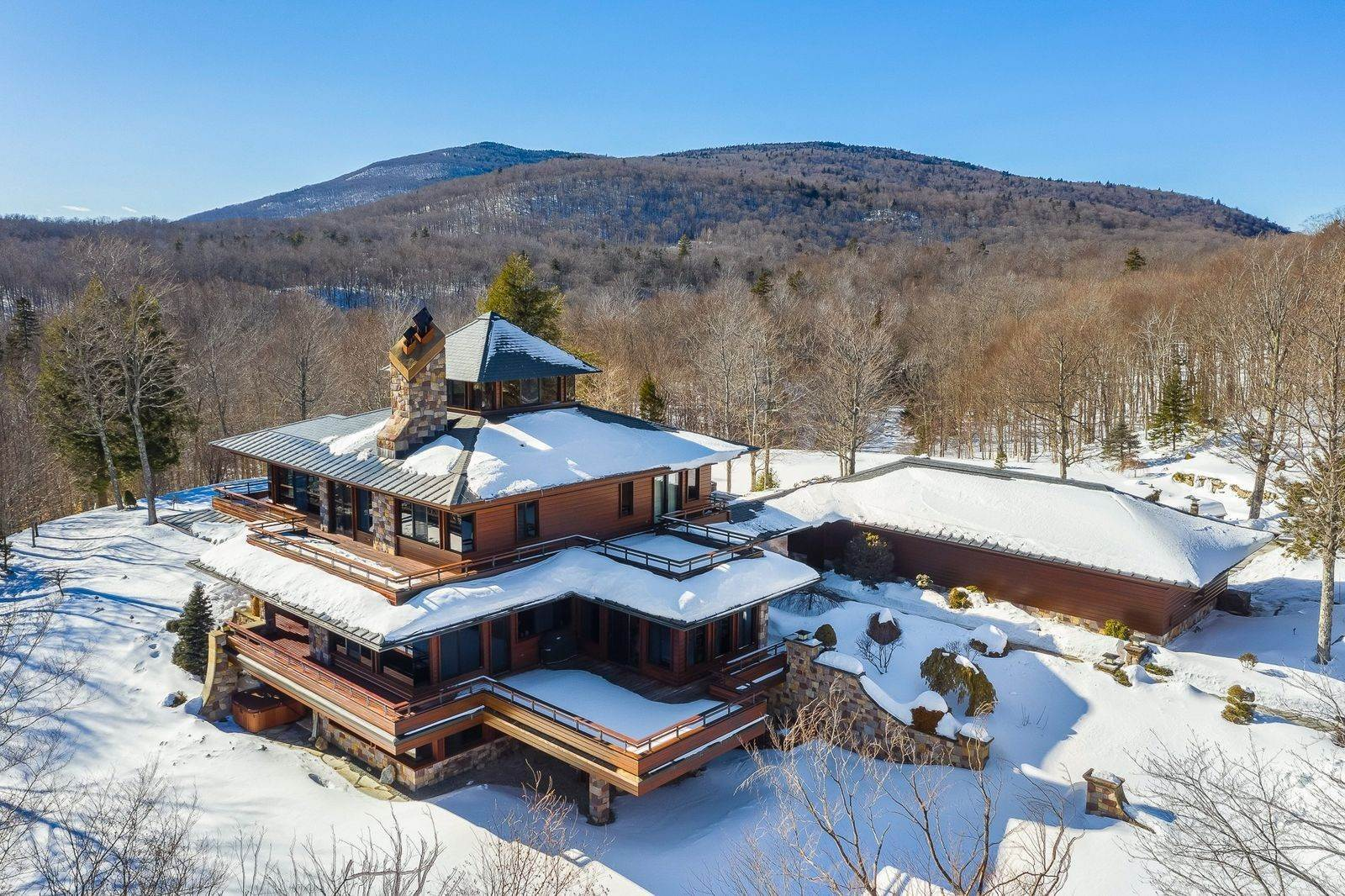 2. Single Family Home のために 売買 アット Mendonhall Estate, A Serene Mountain Retreat in the Heart of Vermont Ski Country Mendon, バーモント,05751 アメリカ