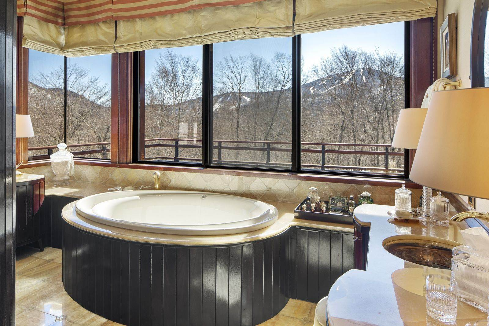 20. Single Family Home のために 売買 アット Mendonhall Estate, A Serene Mountain Retreat in the Heart of Vermont Ski Country Mendon, バーモント,05751 アメリカ