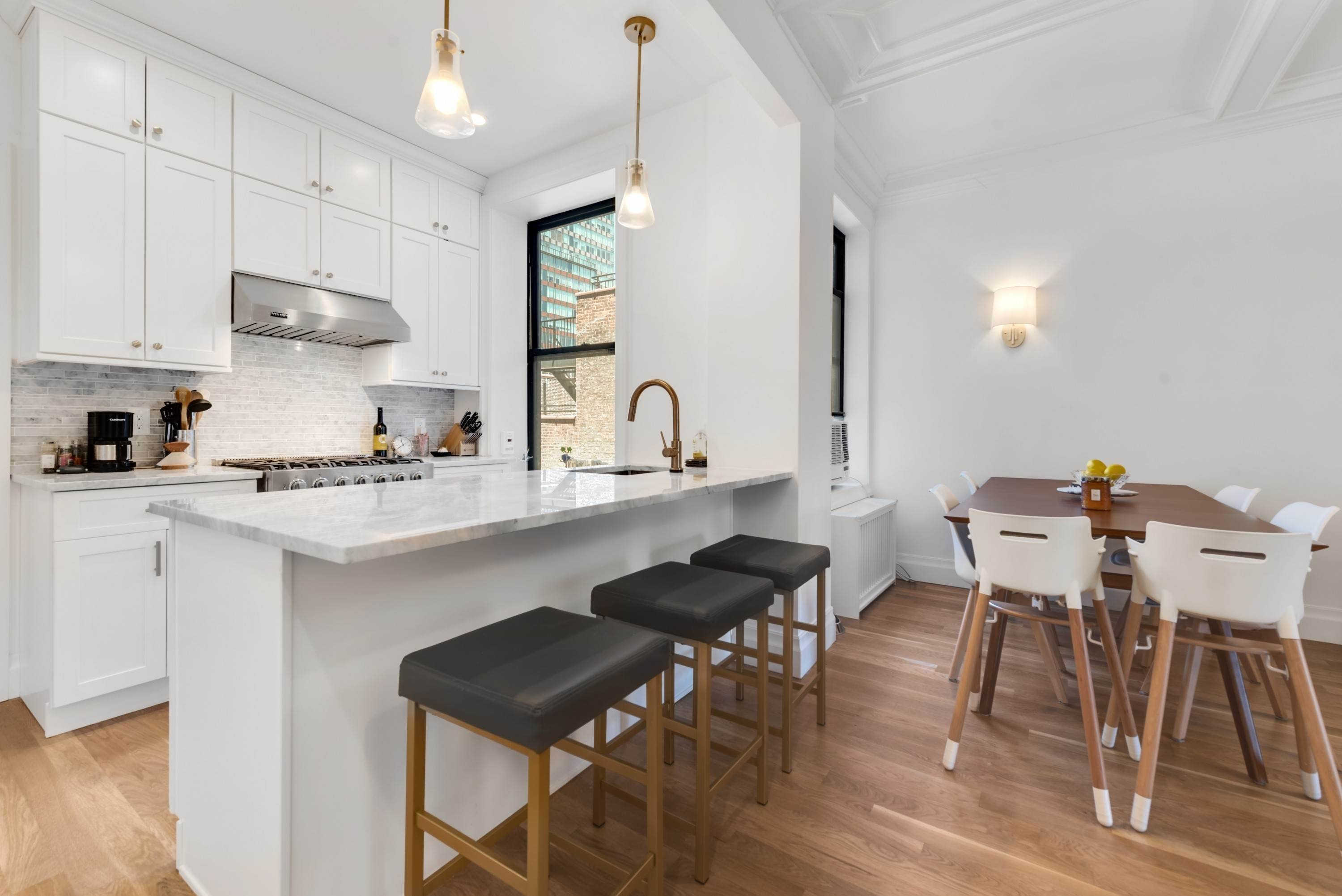 Co-op property vì Bán tại The Gramont 215 West 98th Street, 9F, New York, New York,10025 Hoa Kỳ