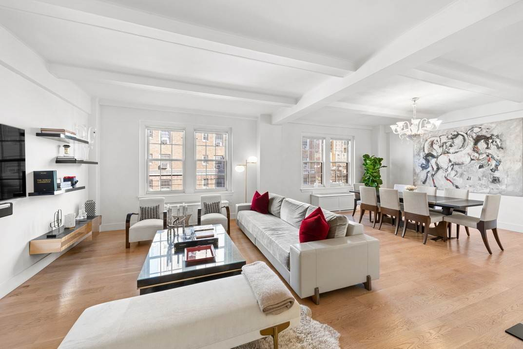 Co-op property per Vendita alle ore 120 West 70th Street, 8A New York, New York,10023 Stati Uniti
