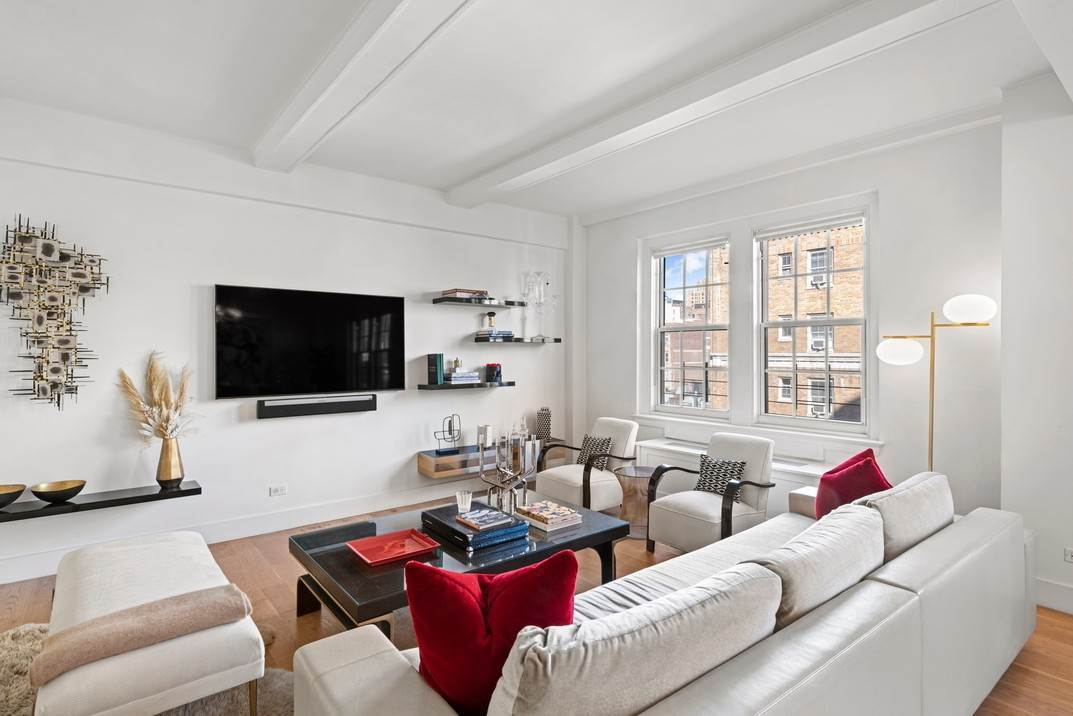 4. Co-op property per Vendita alle ore 120 West 70th Street, 8A New York, New York,10023 Stati Uniti