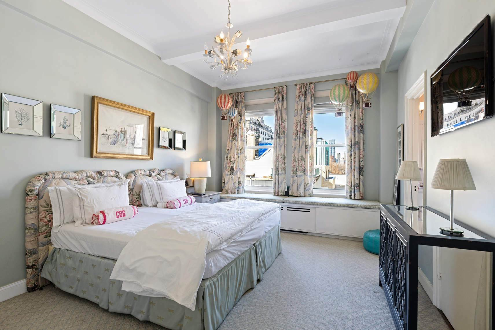 13. Co-op property por un Venta en 30 East 71st Street 33 East 70th Street, 8-C New York, Nueva York,10021 Estados Unidos