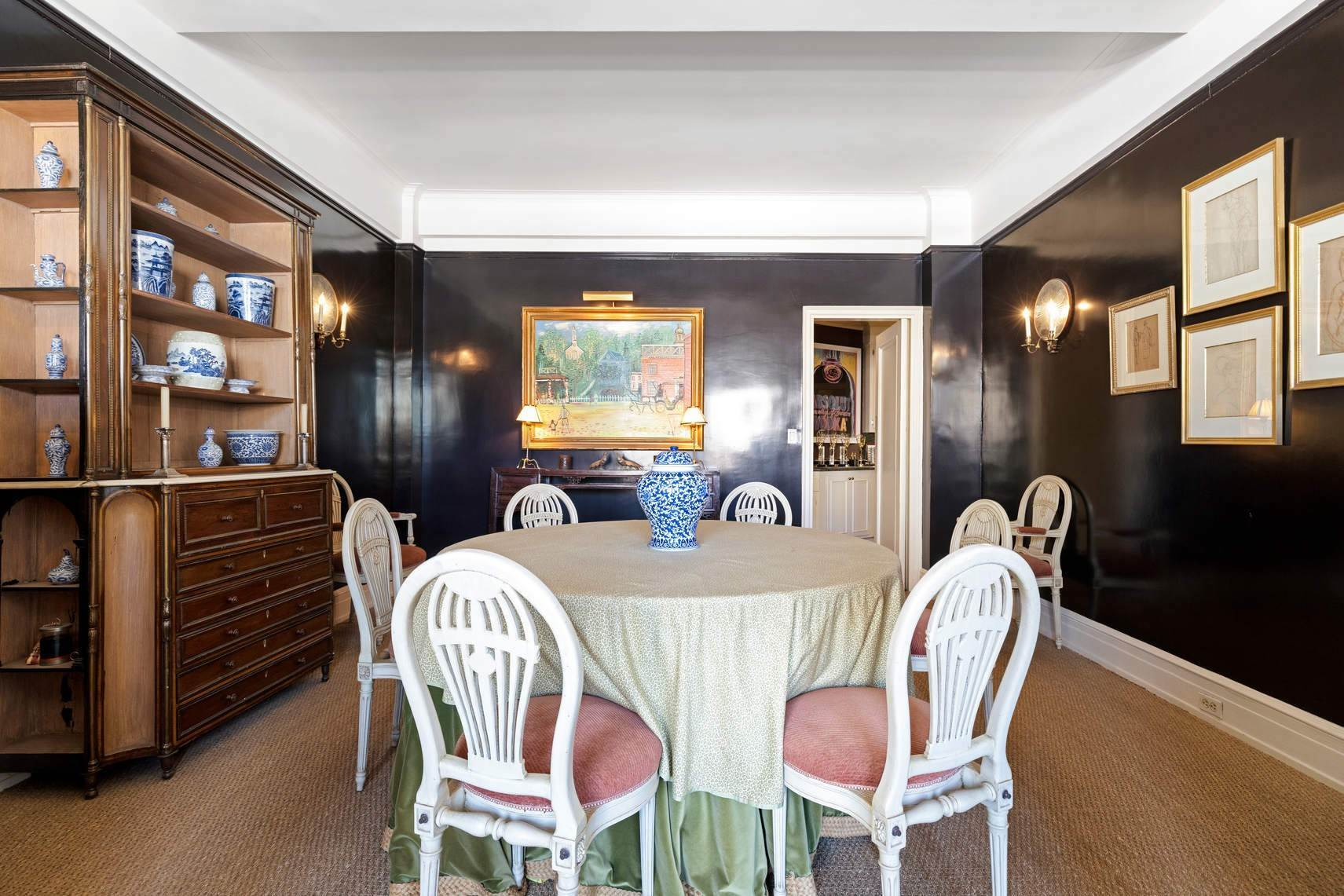 6. Co-op property por un Venta en 30 East 71st Street 33 East 70th Street, 8-C New York, Nueva York,10021 Estados Unidos