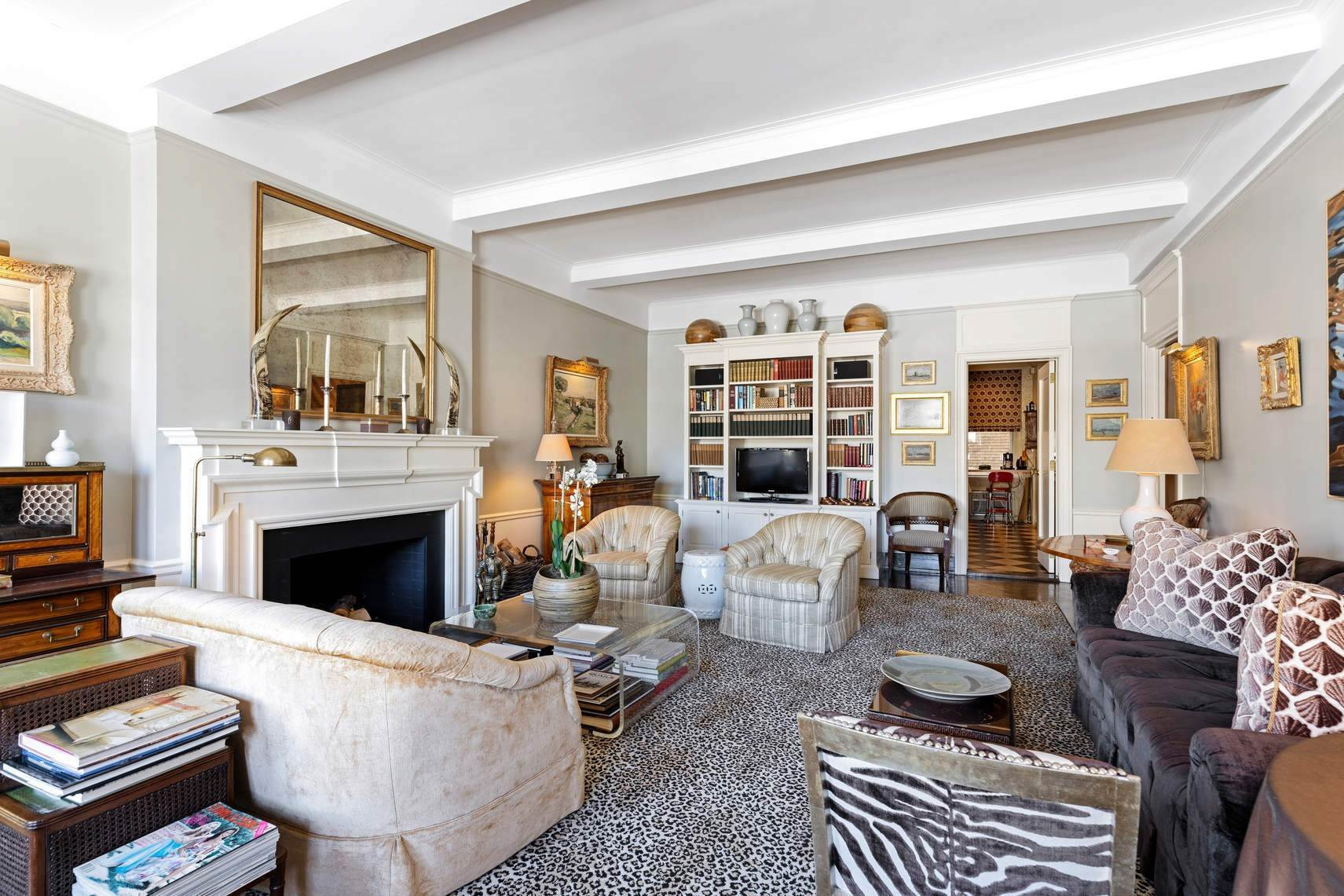 4. Co-op property por un Venta en 30 East 71st Street 33 East 70th Street, 8-C New York, Nueva York,10021 Estados Unidos