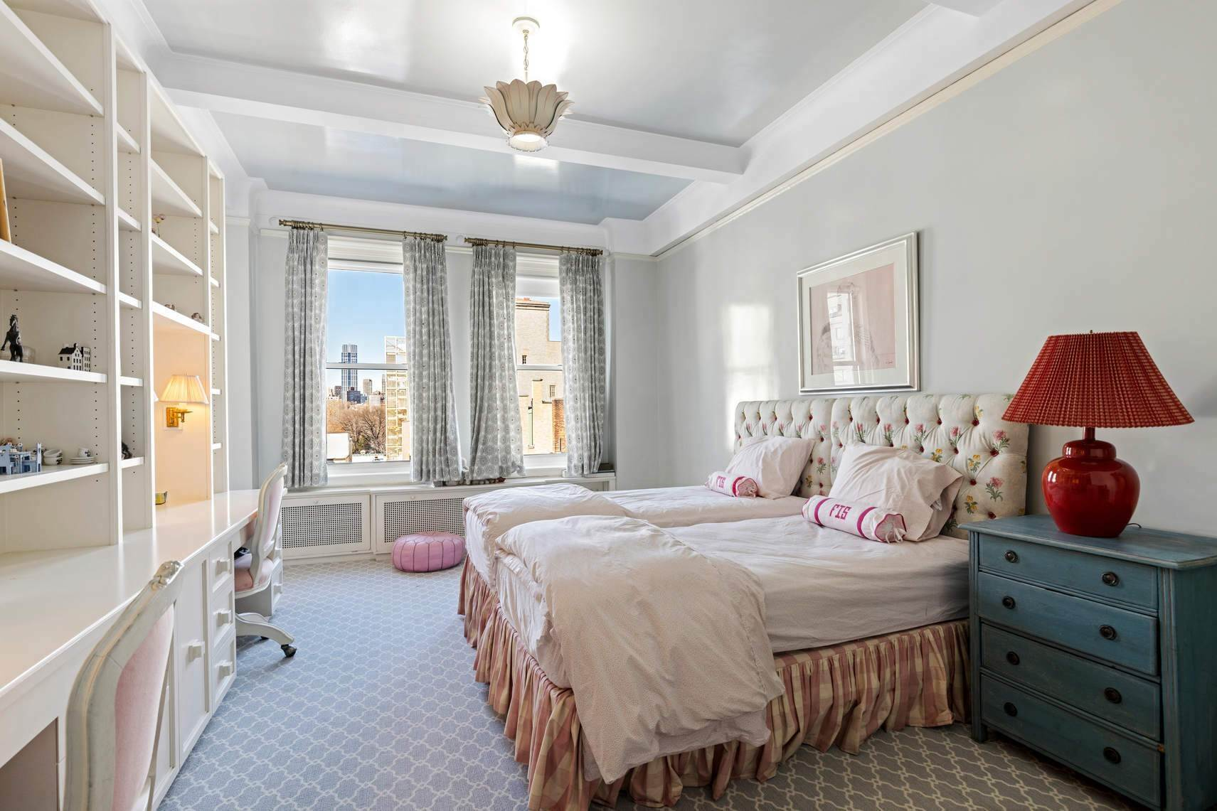 14. Co-op property por un Venta en 30 East 71st Street 33 East 70th Street, 8-C New York, Nueva York,10021 Estados Unidos
