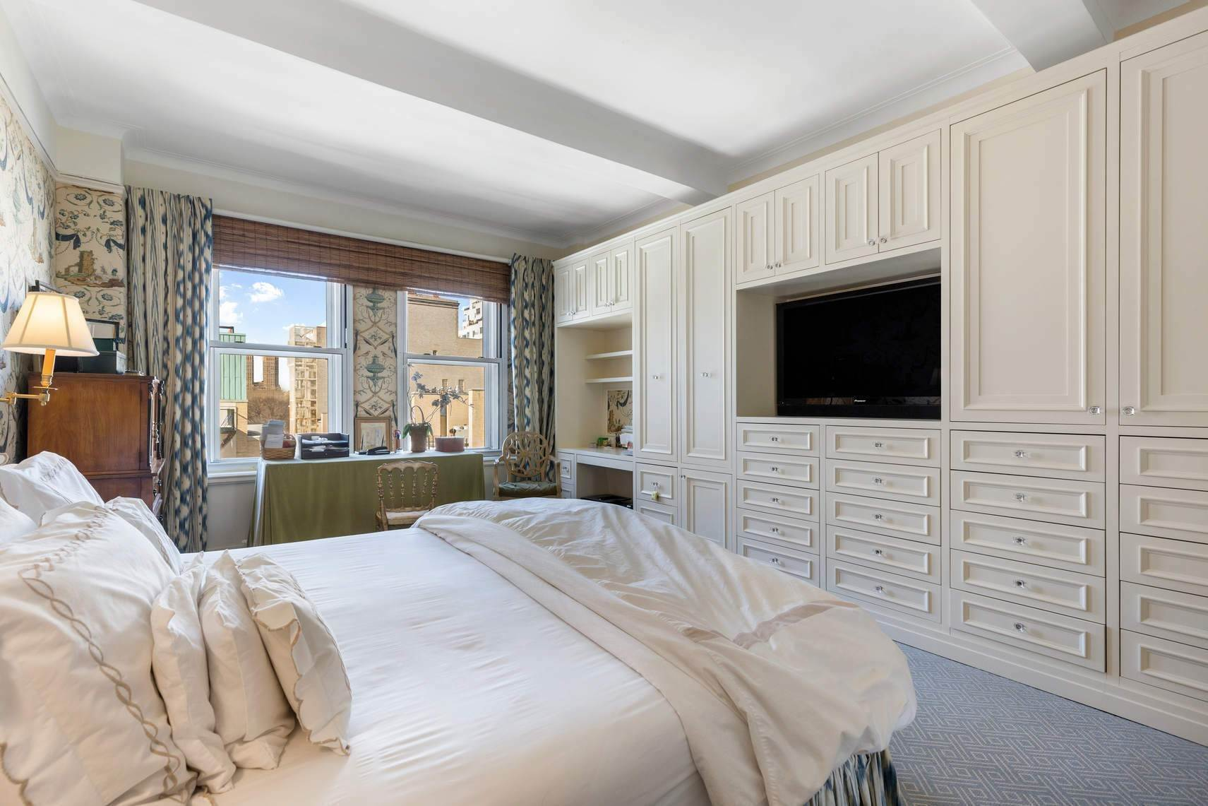 10. Co-op property por un Venta en 30 East 71st Street 33 East 70th Street, 8-C New York, Nueva York,10021 Estados Unidos
