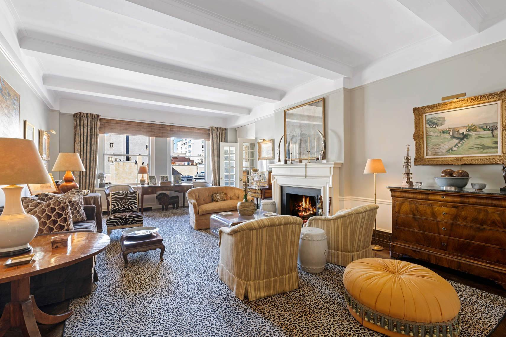 3. Co-op property por un Venta en 30 East 71st Street 33 East 70th Street, 8-C New York, Nueva York,10021 Estados Unidos