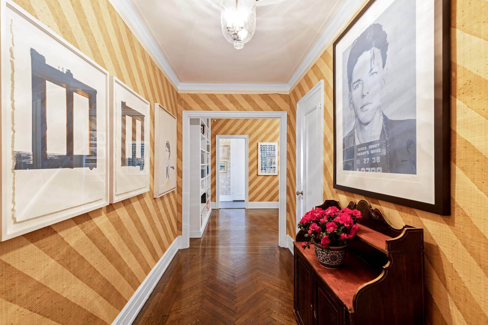 Co-op property por un Venta en 30 East 71st Street 33 East 70th Street, 8-C New York, Nueva York,10021 Estados Unidos