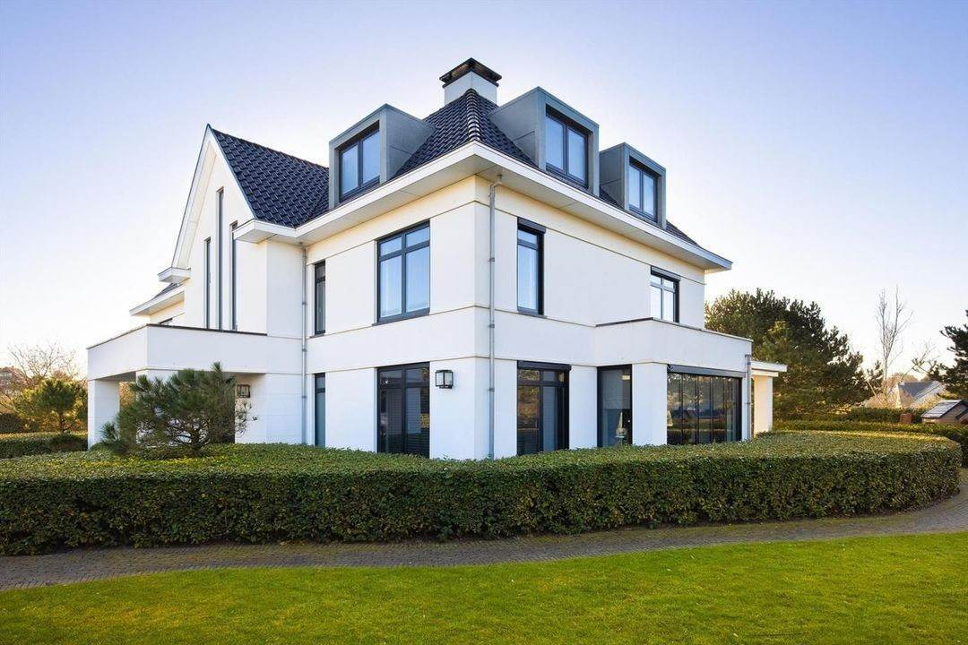 Villa/Townhouse for Sale at Rembrandtweg 16 2202AX Netherlands