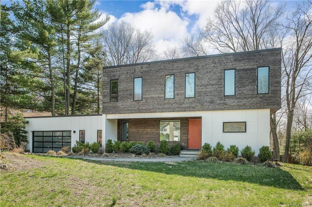 Single Family Home for Sale at 5 Skye Place Chestnut Ridge, New York,10977 United States