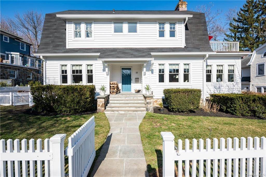 Single Family Home for Sale at 25 Monroe Avenue Larchmont, New York,10538 United States