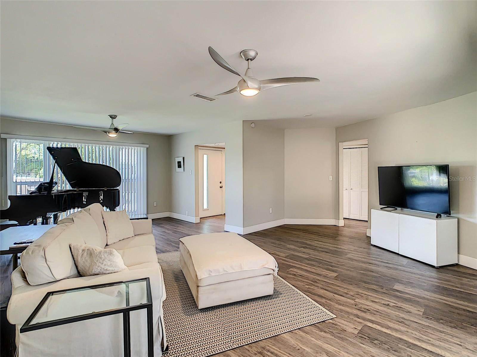12. Single Family Home for Sale at St. Pete Beach, Florida,United States
